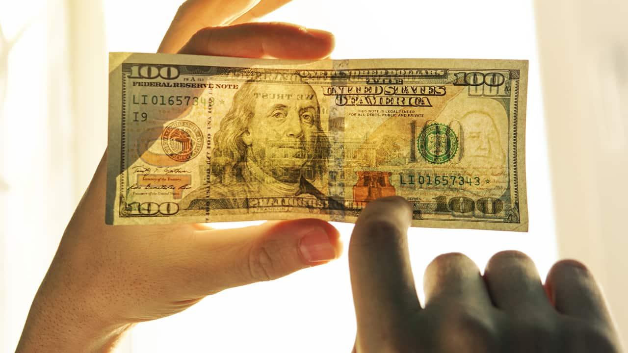 Как определить фальшивый доллар