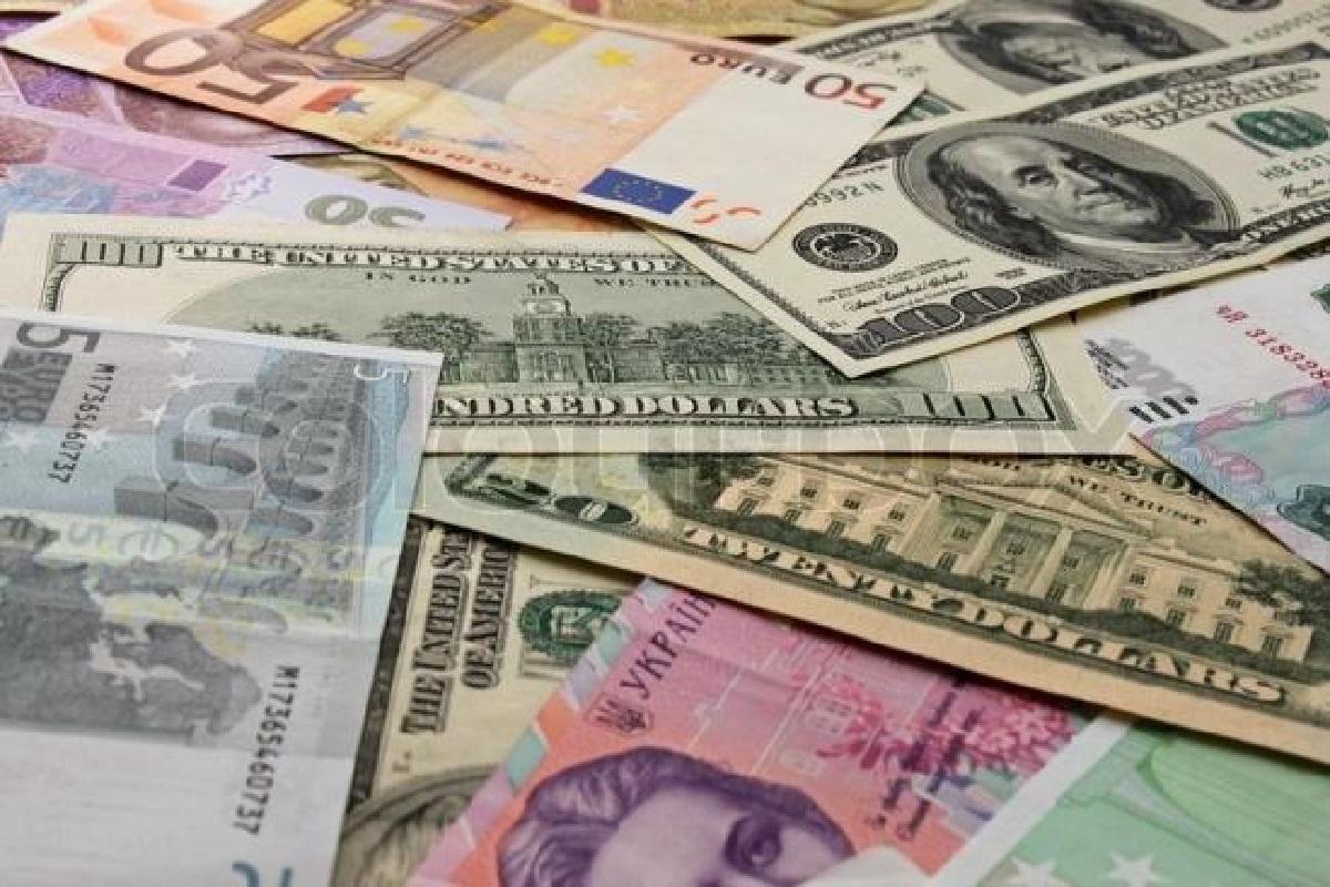 Яку валюту купувати в Україні?