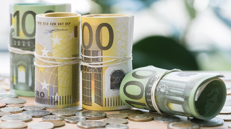 У якій валюті зберігати заощадження?