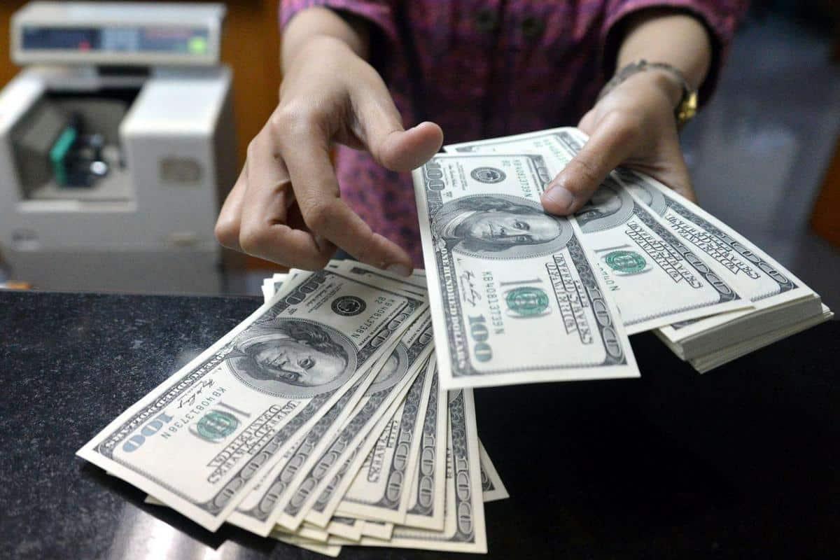 Когда покупать валюту?